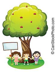 Drei Kinder stehen unter dem Baum mit einem leeren Schild.