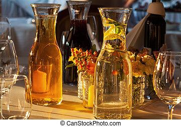 Drinks auf den Tisch