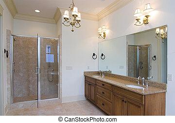 Ein geräumiges Badezimmer