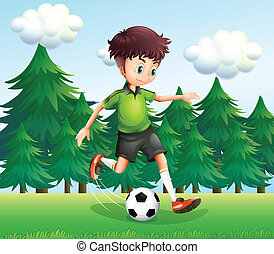 Ein Junge, der einen Fußballball in der Nähe der Kiefern tritt