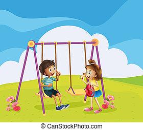 Ein Junge und ein Mädchen auf dem Spielplatz.