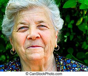 Ein Lächeln einer alten Frau