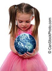 Ein Mädchen, das die Erde hält