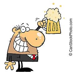 Ein Mann, der ein Bier feiert