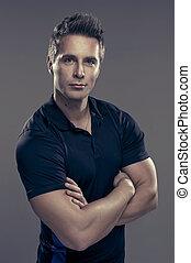 Ein muskulöser, hübscher Mann.