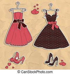 Ein paar Frauenkleider mit Schuh.