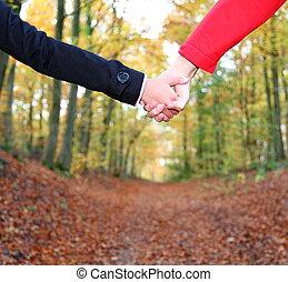 Ein paar Händchen halten