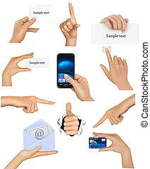 Ein Paar Hände, die Objekte halten