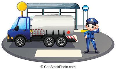 Ein Polizist mit einem Fahrzeug an der Straße