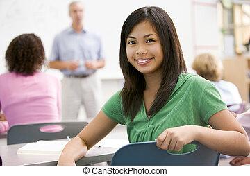 Ein Schulmädchen in einem Highschool-Kurs