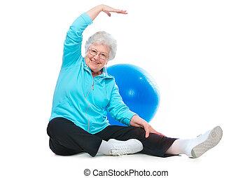 Eine ältere Frau, die Stretch-Übungen macht