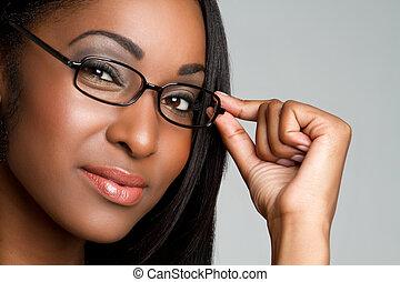 Eine Frau mit Brille