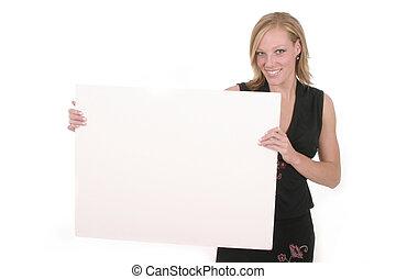 Eine Frau mit leerem Schild