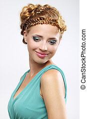 Eine Frau mit wunderschöner Frisur