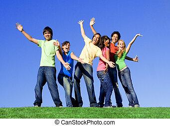 Eine Gruppe gemischter Teenager