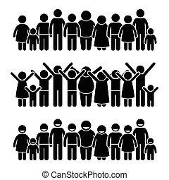 Eine Gruppe glücklicher Kinder steht