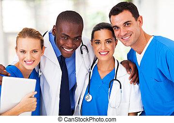 Eine Gruppe professioneller Ärzte.
