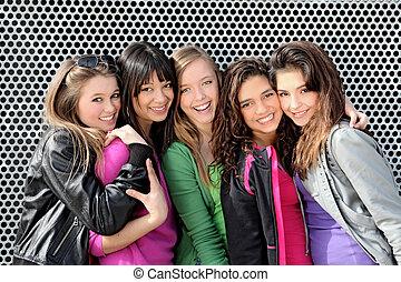 Eine Gruppe Teenagerinnen