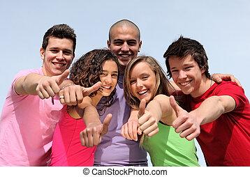 Eine Gruppe unterschiedlicher Teenager