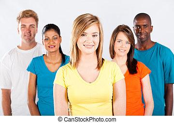 Eine Gruppe verschiedener Menschen porträtiert