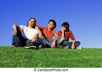 Eine Gruppe verschiedener Teenager.