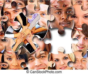 Eine Gruppe von Geschäftsleuten in Puzzleteilen.