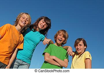 Eine Gruppe von Kindern in der Sommerschule oder im Camp