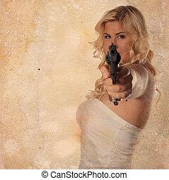 Eine junge Frau mit einer Waffe