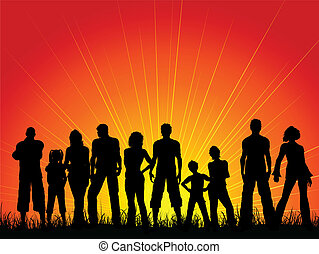 Eine Menge Leute gegen einen Sonnenuntergang