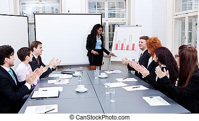 Eine Präsentation der Konferenz mit Teamtraining
