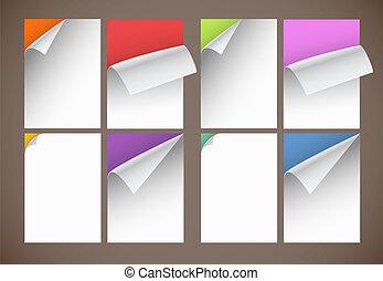 Eine Sammlung farbenloser Papierblätter mit biegenden Ecken