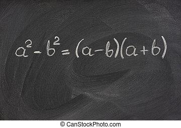 Einfache mathematische Formel auf einer Tafel