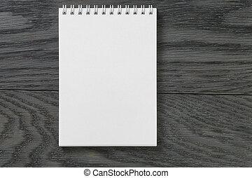 Einfaches leeres Notizfeld auf rustikalen Holztisch.