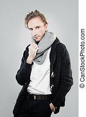 Eleganter, attraktiver Mann. Studio-Modelporträt