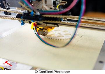 Elektronischer 3D Plastikdrucker während der Arbeit im Schullabor