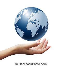 Erde in Frauenhand isoliert
