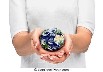 Erde in Händen.