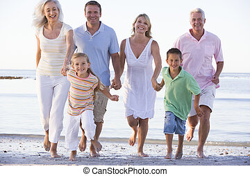Erweiterte Familie am Strand