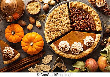 Fall traditionelle Kuchen Kürbis, Pekan und Apfelkrümel.