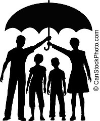 Familieneltern mit Versicherungsschutzschirm.