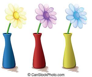 Farbige Vasen mit Blumen.