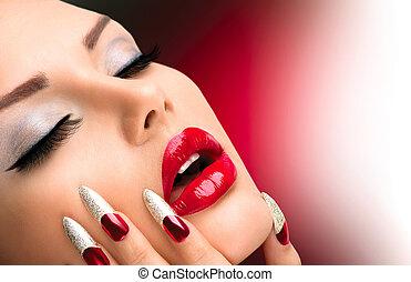 Fashion Beauty Model Girl. Maniküre und Make-up. Nagelkunst