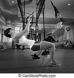 Fitness-Tax-Trainingsübungen bei Sport-Frau und Mann