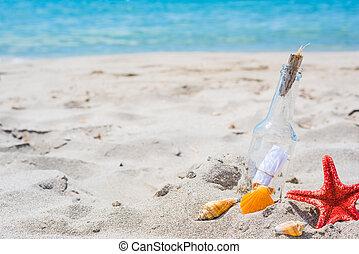 Flaschen am Strand.
