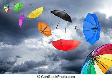 Fliegende Regenschirme.
