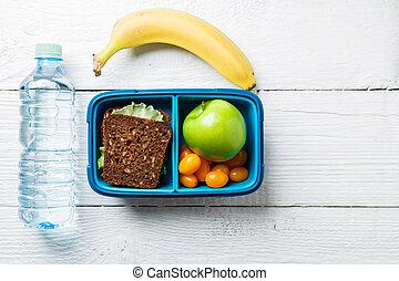 Foto von Fitness-Snack in der Lunchbox.
