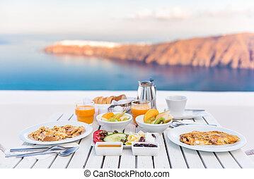 Frühstückstisch romantisch am Meer in santorini