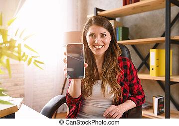 frau, shows, smartphone, etwas, glücklich, sie, modern