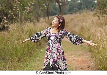 Frauen entspannen sich in der Natur