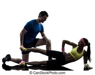 Frauen trainieren Fitnesstraining mit Trainer Silhouette.